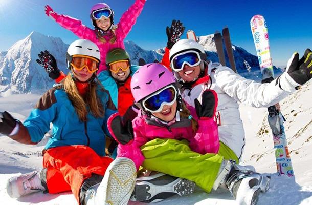 Tile-skiing-winter-snow-sun-fun-family-918x516